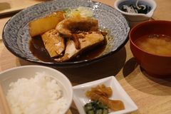Pescados en sistema de la salsa de soja Imágenes de archivo libres de regalías