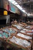 Pescados frescos en el mercado Foto de archivo