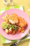Pescados fritos con las patatas fritas y los vehículos mezclados Fotografía de archivo