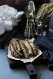 Pescados fritos con teriyaki y romero fotos de archivo
