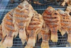Pescados fritos en la parrilla Foto de archivo