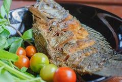 Pescados fritos en placa Foto de archivo libre de regalías