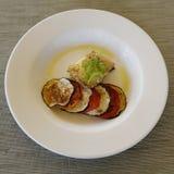 Pescados fritos gastrónomo con las verduras Imagen de archivo