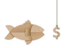 Pescados grandes que comen cebo del símbolo del dólar del dinero foto de archivo