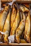 Pescados salados en mercado foto de archivo