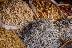 Pescados secados en un mercado del SE Asia Fotos de archivo libres de regalías