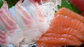 Pescados sin procesar japoneses servidos (sashimi) Foto de archivo