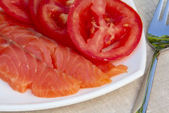 Pescados y tomates rojos Imagenes de archivo