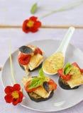 Pescados y verduras de la parrilla. Fotos de archivo