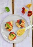 Pescados y verduras de la parrilla. Fotografía de archivo libre de regalías