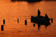 Pescando al tramonto Immagini Stock
