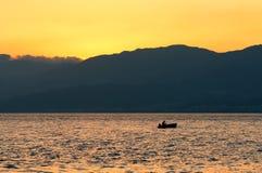 Pescando al tramonto. Fotografia Stock