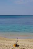 Pescando alla bella spiaggia Fotografia Stock Libera da Diritti
