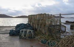 Pescando armadilhas no ambiance litoral imagem de stock