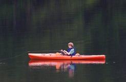 Pescando dal kajak Fotografie Stock