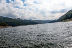 Pescando e contemplando a natureza Foto de Stock