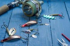 Pescando el sistema para pescar el lucio, bajo, perca Herramientas para pescar Sistema del pescador Front View Herramientas de la Foto de archivo libre de regalías