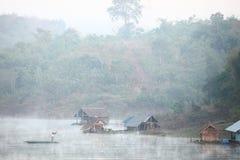 Pescando en el río, la mañana Imagen de archivo libre de regalías