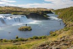 Pescando en la cascada de Faxi, Islandia Fotos de archivo
