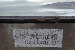 Pescando fuori da un pilastro Fotografie Stock Libere da Diritti