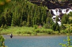 Pescando in Montana Lake fotografie stock