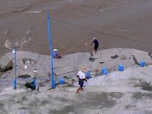 Pescando nel fiume Yangtze Fotografie Stock Libere da Diritti
