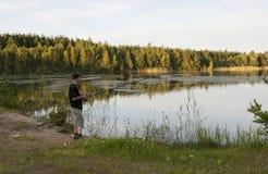 Pescando nel lago Immagini Stock