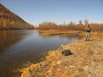 Pescando nel wildness (tempo libero felice) Fotografie Stock Libere da Diritti