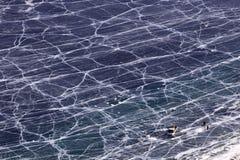 Pescando nell'orario invernale nel lago Baikal fotografia stock