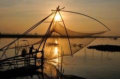 Pescando nella stagione dell'inondazione Immagini Stock