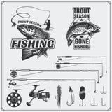 Pescando o jogo Etiquetas e emblemas da pesca do vintage Equipamento, ganchos e atrações de pesca Fotografia de Stock Royalty Free
