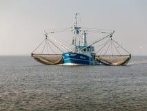 Pescando o navio, Holanda Foto de Stock
