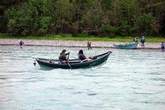 Pescando per il salmone nell'Alaska fotografia stock
