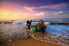 Pescando per un nuovo giorno Fotografia Stock Libera da Diritti