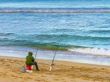 Pescando su una spiaggia Fotografie Stock Libere da Diritti