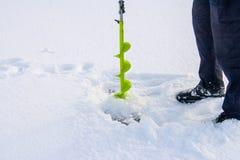 Pescando sul ghiaccio immagine stock libera da diritti
