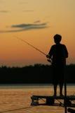Pescando sul lago al tramonto Immagini Stock Libere da Diritti
