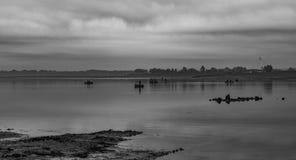 Pescando sul lago in bianco e nero Fotografia Stock Libera da Diritti