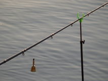 Pescando sul lago in Kaluga Immagine Stock