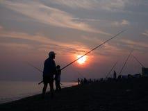 Pescando sul litorale Fotografie Stock Libere da Diritti
