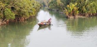 Pescando sulla barca locale Fotografia Stock
