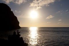 Pescando sulle rocce Fotografie Stock Libere da Diritti