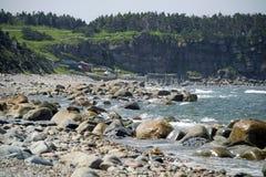 Pescando vertentes ao longo da costa Fotos de Stock Royalty Free