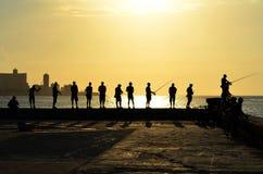 Pescar durante o por do sol em Havana (Cuba) Fotografia de Stock Royalty Free