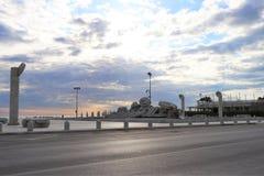 Pescara Italien Panoramautsikten av springbrunnmonumentet kallade 'Skepp di Cascella ', arkivfoto