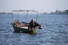 Pescatore anziano su Nile River nell'Egitto Immagini Stock