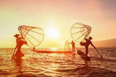 Pescatore birmano tradizionale nel lago Inle, Myanmar Immagine Stock Libera da Diritti
