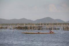 Pescatore che attraversa un lago Immagine Stock Libera da Diritti