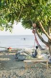 Pescatore sulla spiaggia Dili Timor Est Fotografia Stock