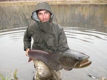 Pescatore con i pesci giganti Fotografia Stock Libera da Diritti